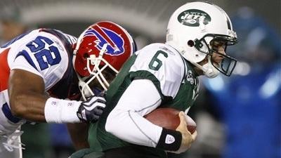 Jets Sticking With Struggling Mark Sanchez