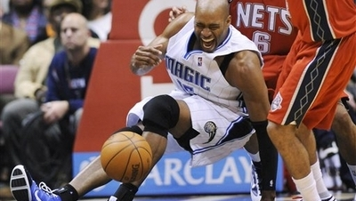 Vince Carter Scores 16 in Injury-Marred Return to New Jersey