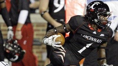 Cincinnati Holds Off UConn 47-45, Remains Unbeaten