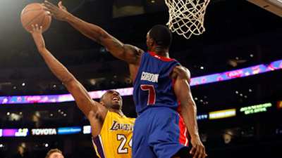 Kobe Bryant Gets 40 in Lakers' 106-93 Win Over Pistons