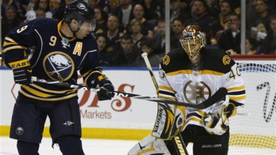 Instead of Folding, Bruins Roar Back to Beat Sabres in Game 2