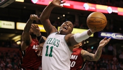 Glen Davis Replaces Kevin Garnett in Lineup, Leads Celtics to 106-77 Win Over Heat