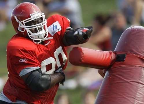 Chiefs Lineman Shaun Smith Accused of Low Blows in Consecutive Weeks