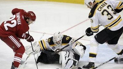Nathan Horton Scores Third Goal, Tim Thomas Shuts Out Coyotes for Bruins' First Win