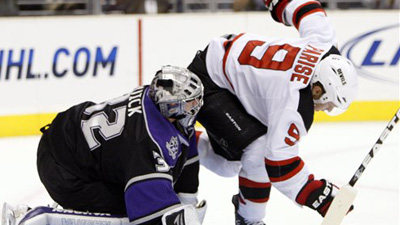 New Jersey Devils Forward Zach Parise Out Three Months With Knee Injury