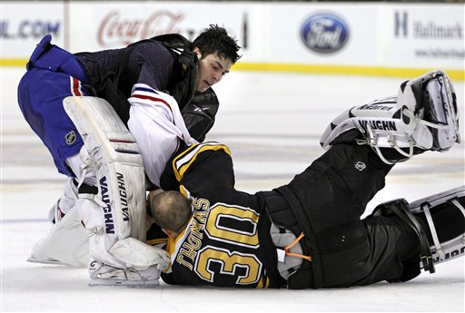 'Goalie Fight' Between Tim Thomas, Carey Price Turns Out to Be 'Goalie Patty-Cake'