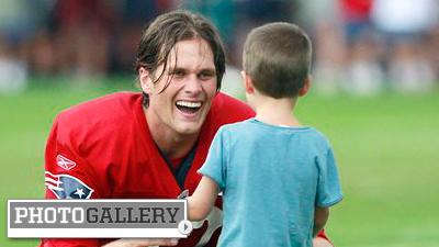 Tom Brady Enjoys Family Time With Son Parents After Patriots Practice Photos Nesn Com