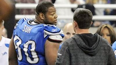 Report: Ndamukong Suh Antagonized by Packers Linemen Untying His Shoes