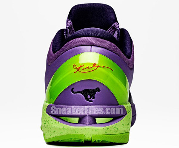 Kobe Bryant Plans to Wear Ridiculous 'Grinch' Sneakers on Christmas Day Once Again (Photos)