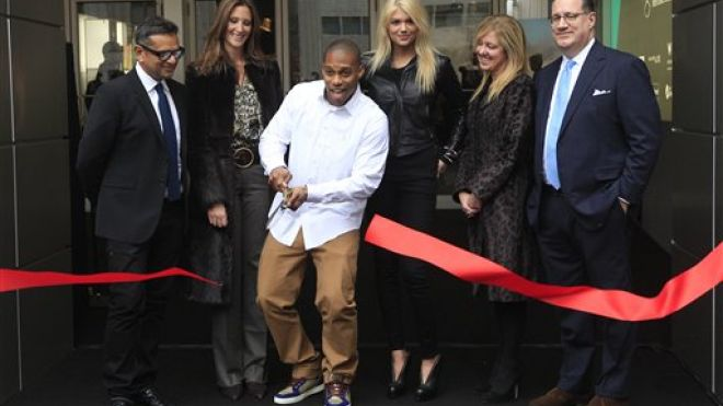 Kate Upton Joins Victor Cruz at Ribbon Cutting Ceremony for Mercedes-Benz Fashion Week (Photos)