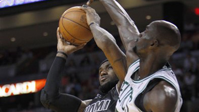 Kevin Garnett Again Dominates Chris Bosh, Boding Well for Celtics in Possible Playoff Matchup