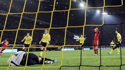 Arjen Robben Misses Decisive Penalty Kick, Neven Subotic Gloats Up Close (Video)