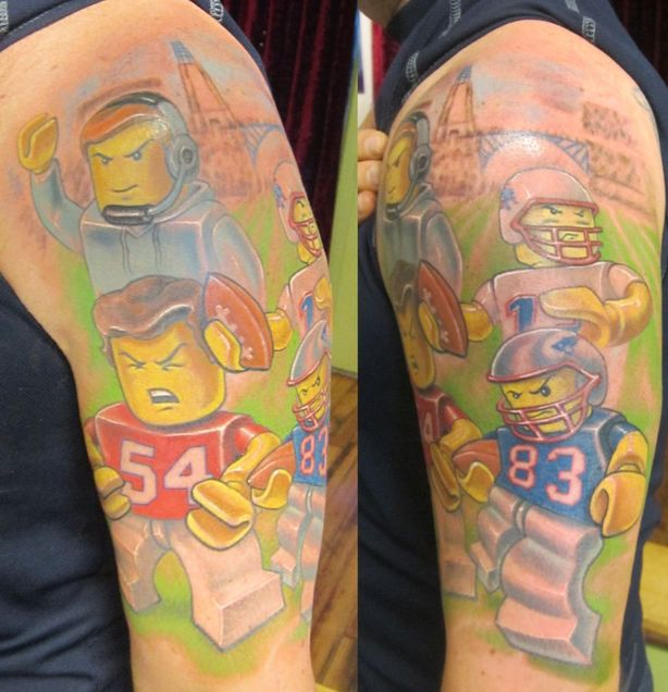 Fan Gets Awesome Patriots Tattoo That Features Tom Brady, Bill Belichick, Others as Legos (Video)