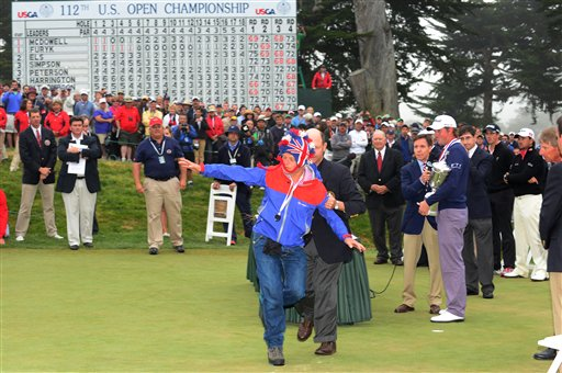 Webb Simpson's U.S. Open Victory Ends With Hilarious Videobomb From Crazed Fan (Video)