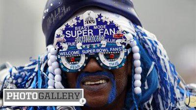 Super Bowl XLVI Buildup Includes Crazy Fans, Unique Atmosphere (Photos)