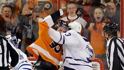 Scott Hartnell Not Satisfied With Just a Goal, Fights Dion Phaneuf After Scoring Against Toronto (Video)