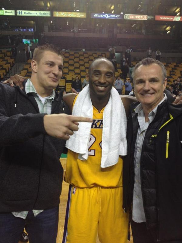 Kobe Bryants Tells Rob Gronkowski to 'Play for the Eagles,' Poses for Picture With Him After Celtics-Lakers Game (Photo)