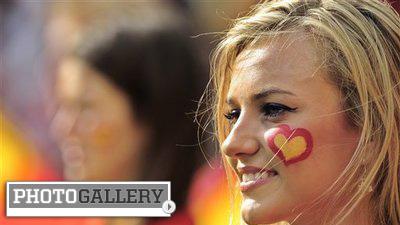 Stunning Spanish Beauties Revel in Spain's Euro 2012 Triumph (Photos)