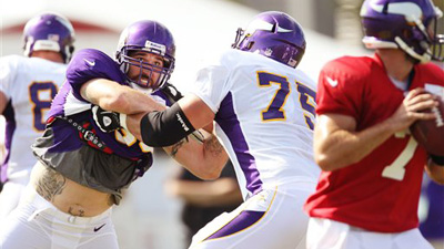 Jared Allen Curses at Matt Kalil in Practice After Threatening to 'Fist Fight' Vikings Teammate