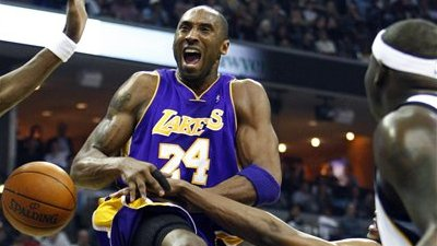 Report: Kobe Bryant Playing Through Excruciating Pain From Wrist Injury, Receives Numbing Shot Before Each Game