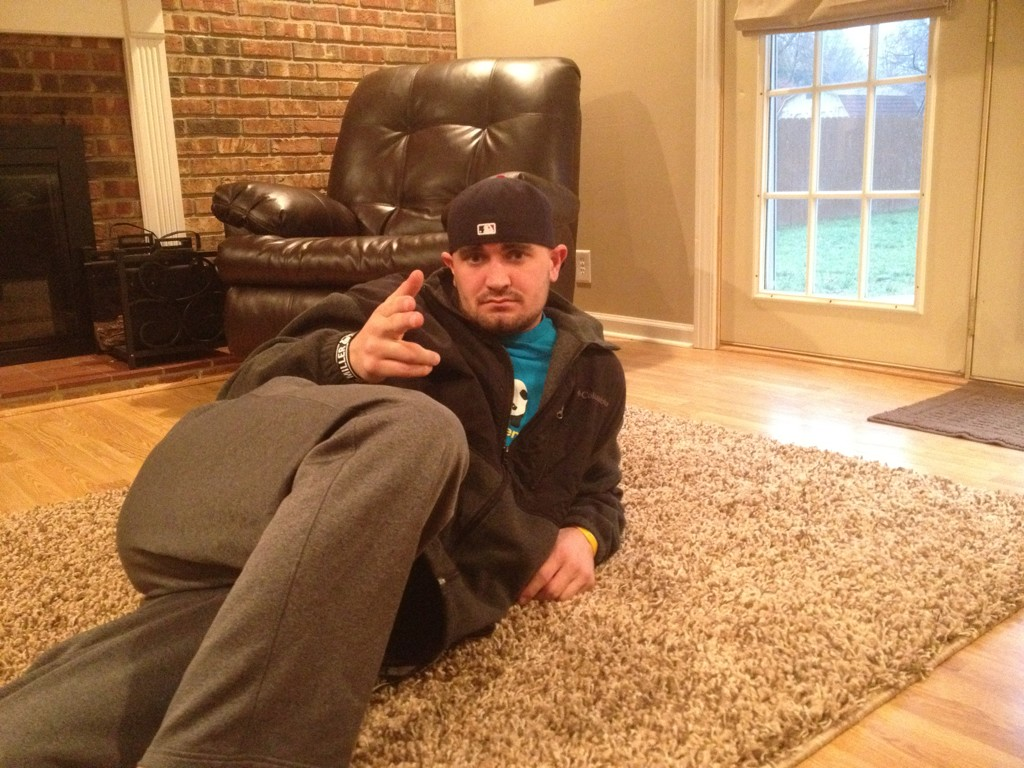 Logan Morrison Introduces 'LoMoing' Pose, Starts Contest for Twitter Followers (Photos)