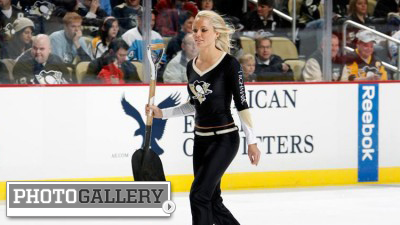 Ice Girls Gallery Of The Day Penguins Crew Amps Up Fans At Consol Energy Center Photos Nesn Com