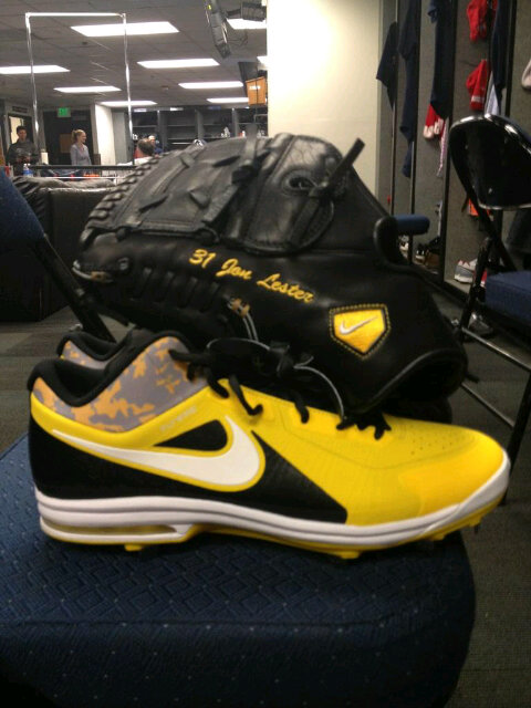Jon Lester Wears Yellow Livestrong Cleats, Glove During Game Against Mariners (Photo)
