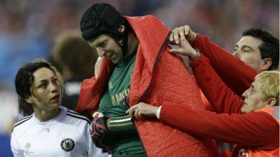Petr Cech dislocated shoulder