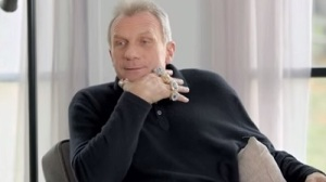 Joe Montana Schools Heisman Winners In Hilarious AT&T Commercial (Video)
