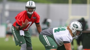 Geno Smith Booed During Jets Practice, Says He Knows How To Handle It