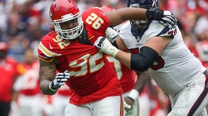 Chiefs' Dontari Poe Sets NFL Record As Heaviest Player To Score TD (Video)
