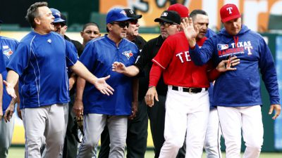 Toronto Blue Jays manager John Gibbons (5) yells at Texas Rangers manager Jeff Banister