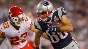 Patriots' Danny Amendola Leaves Game Against Chiefs With Head Injury