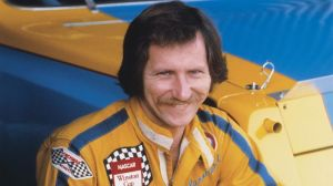 Enjoy This Throwback Video Of Dale Earnhardt Sr. Cleaning Windshield While Racing