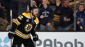 Sean Kuraly Leaves Bruins-Canadiens Game After Collision With Charlie McAvoy