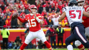 Watch Patrick Mahomes Fire Up Chiefs Teammates With NSFW Speech Vs. Texans