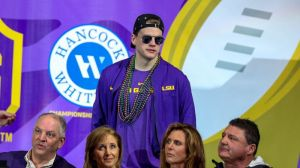 Joe Burrow Has Epic Reaction To Having Smallest Hands Of First-Round QB Since 2008
