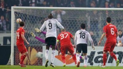 Tolgay Arslan scores for Besiktas vs. Liverpool