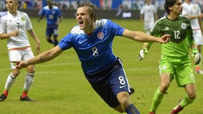 Jordan Morris scores a goal for USA soccer
