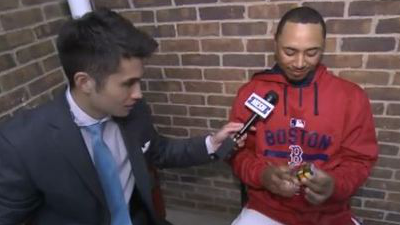 Mookie Betts solves Rubik's Cube