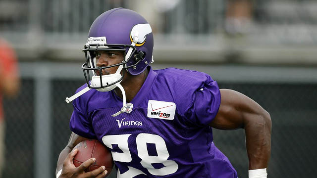 Adrian Peterson returns to Vikings
