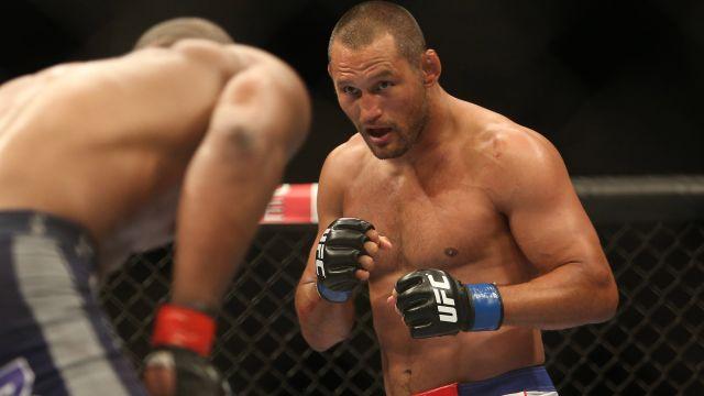 Dan Henderson fights Rashad Evans