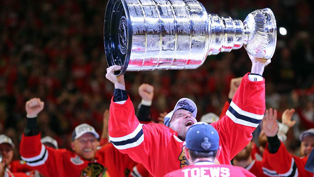 toews passes off Cup to timonen
