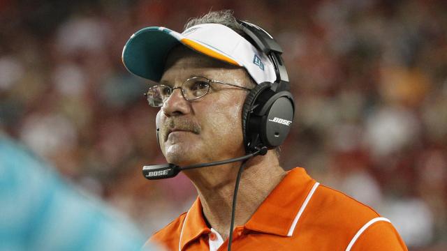 Miami Dolphins defensive coordinator Kevin Coyle