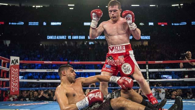 Canelo Alvarez (red shorts) knocks out Amir Khan (maroon shorts)