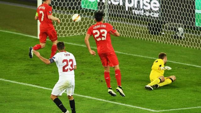 Sevilla's Coke scores vs Liverpool