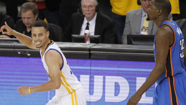 Curry injures elbow, gets huge knot