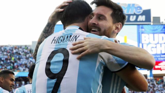 Argentina's Lionel Messi and Gonzalo Higuain