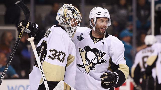Pittsburgh Penguins goalie Matt Murray (30) celebrates with center Matt Cullen