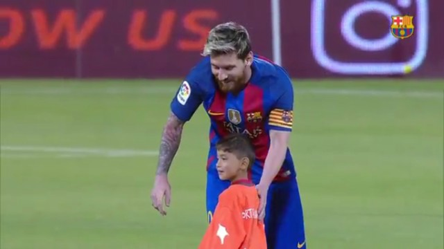 Lionel Messi meets Murtaza Ahmadi